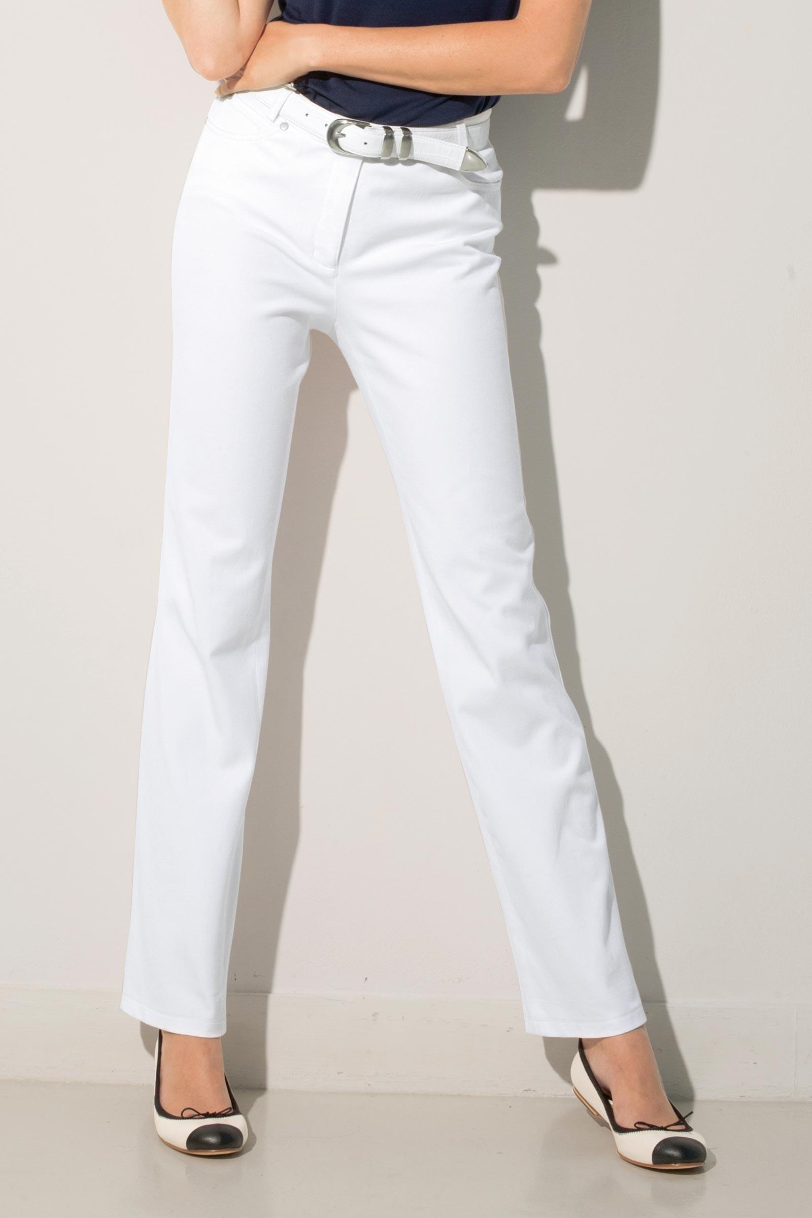 Réveillez la masculinité enfouie en vous avec un tailleur pantalon femme